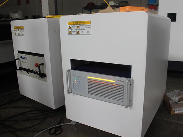 500W 700W 1000W Fiber Laser Cutting Machine (Sheet Metal Cutting)